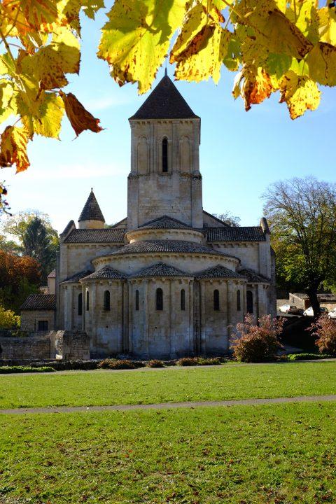 https://fr.wikipedia.org/wiki/%C3%89glise_Saint-Hilaire_de_Melle