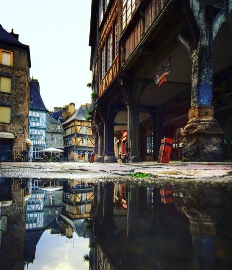 même sous la pluie, Dinan nous surprend par sa préservation de son patrimoine médiéval