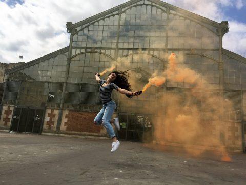 Lucie danse sur la place des Halles de Niort- juin 2016